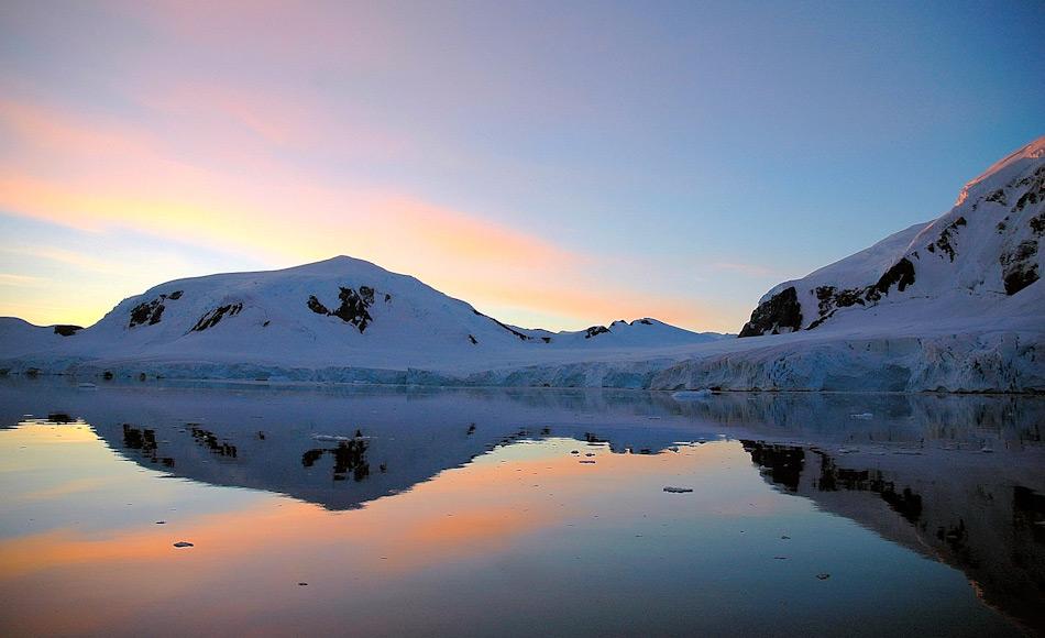 Die Gewässer rund um Antarktika gehören immer noch zu den am wenigsten erforschten Regionen der Welt. In den Tiefen könnten sich noch viele bisher unbekannte Arten von fischen und anderen Lebewesen aufhalten. Bild: Michael Wenger