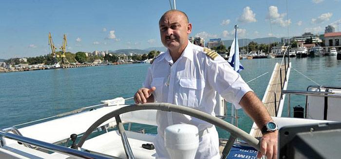 Der Kapitän Sergey Nizovtsev und sechs Mitstreiter versuchen die Erde zweimal zu umrunden, was neuen Weltrekord bedeuten würde.