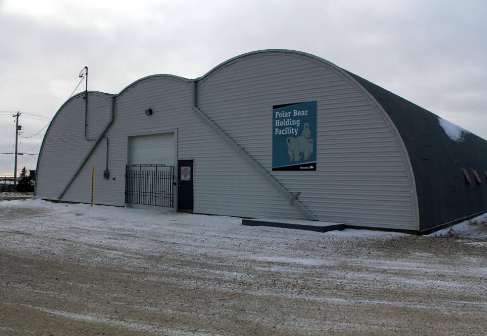 """Das weltweit einzige Eisbärengefängnis in Churchill, Manitoba. Hier warten die """"Problembären"""" darauf, bis sie wieder ausgesetzt werden. (Bild: Emma / Flickr CC BY 2.0)"""